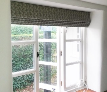 Roman blind in Charlotte Macey Cow Parsley fabric